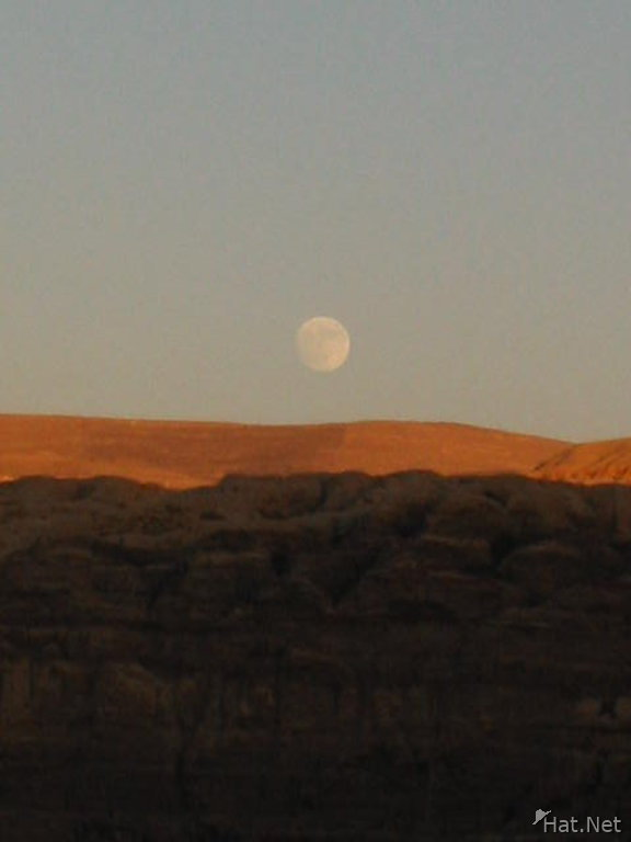 petra second night moon rise