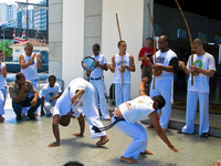 20091114132042_showing_capoeira