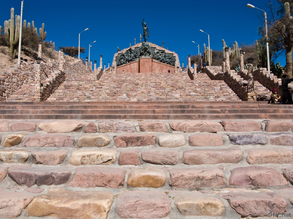 steps to humahuaca hero mounment