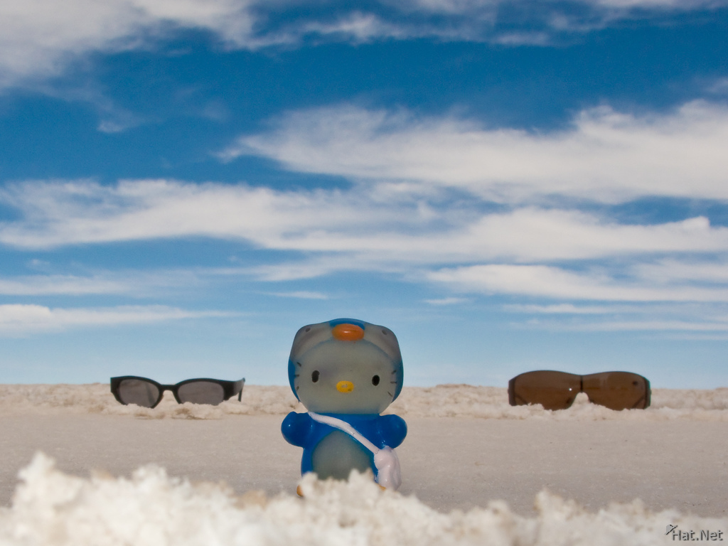 hello kitty and salar de uyuni