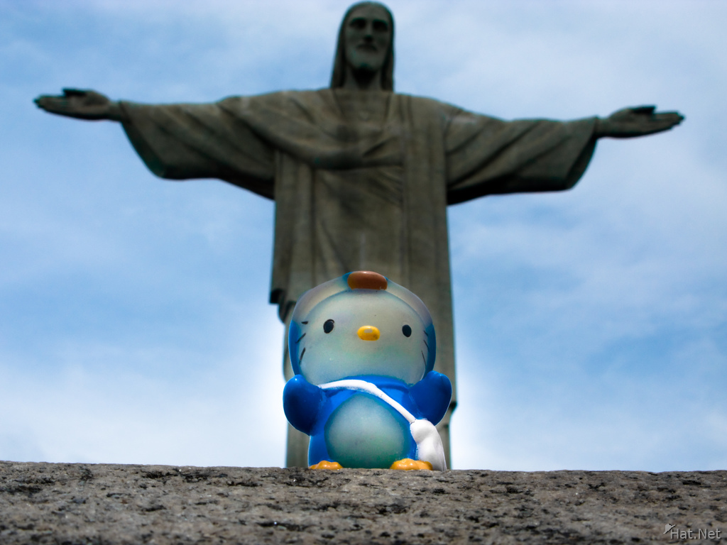 hello kitty and christo redentor
