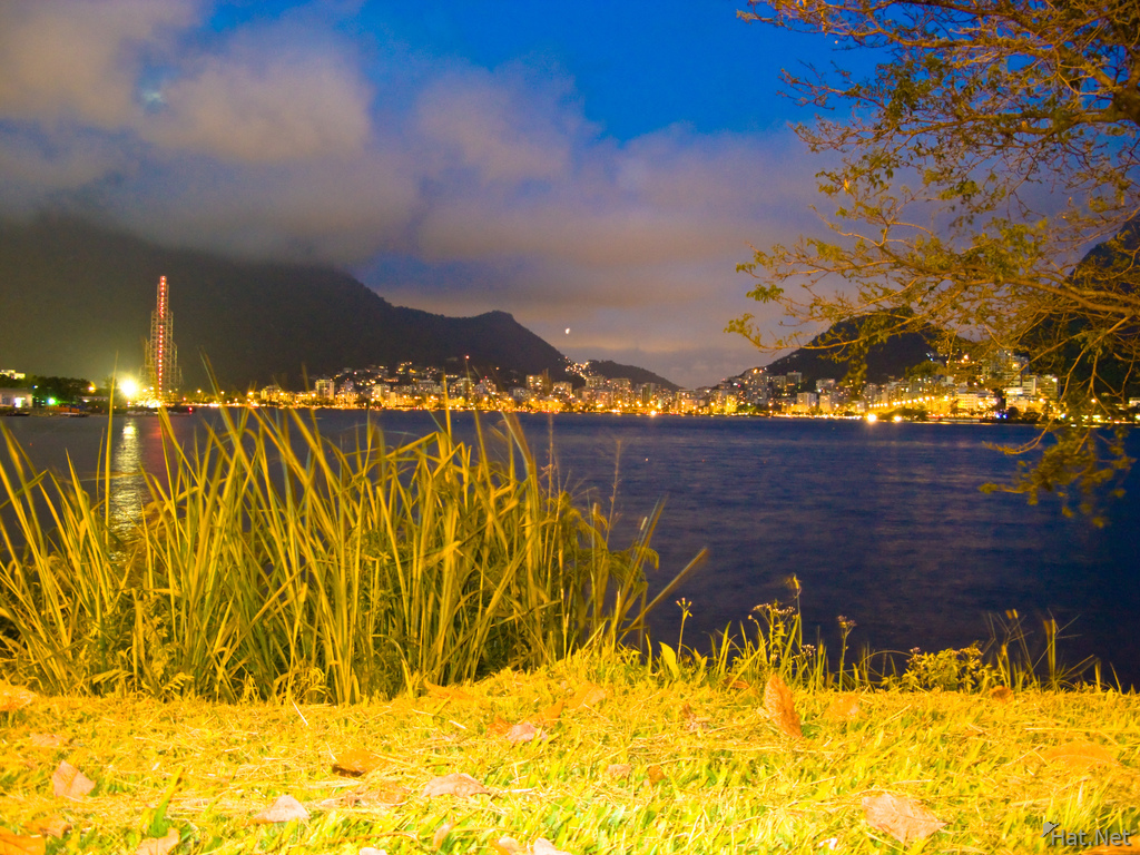 lagoa at night