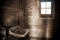 20151007120519_Humberstone_creepy_sink