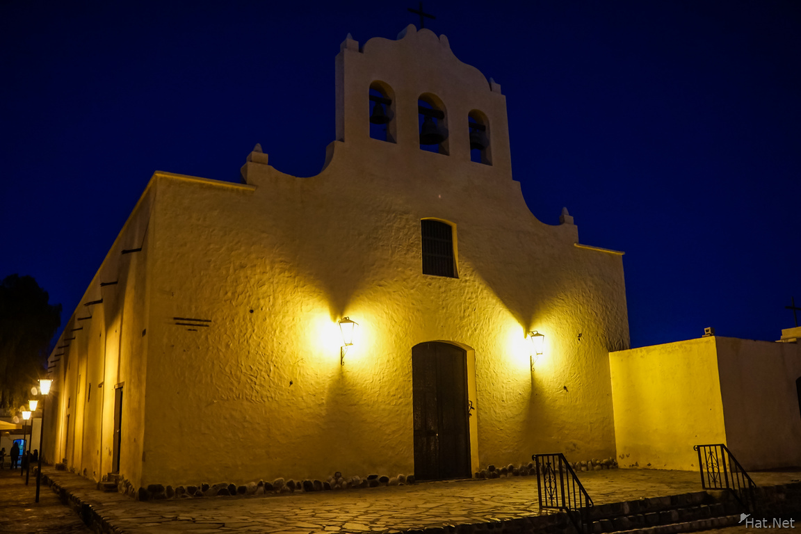 cachi cathedral at night